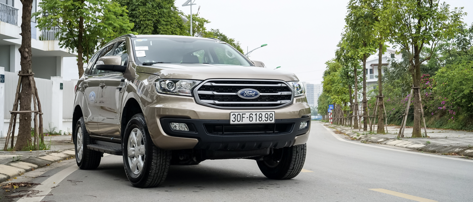 Xe Ford Everest Ambiente