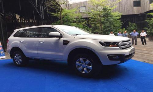 Lộ diện Ford Everest phiên bản giá rẻ