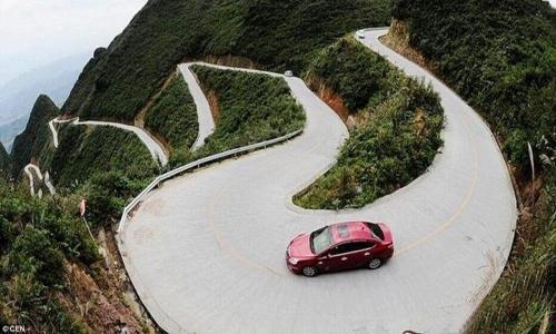 Lái xe ô tô trên đường đèo núi, bác tài cần lưu ý những gì?